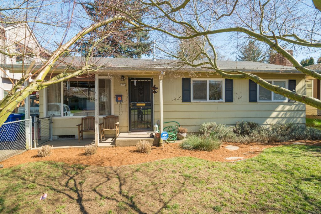 9546 N Clarendon Ave Portland-large-002-13-Front of Home-1500x1000-72dpi